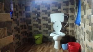 mundira-musical-camp-bathroom